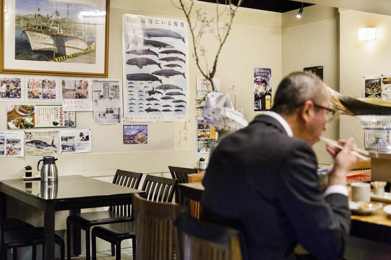 Table À Manger Japonaise au japon, la baleine envers et contre tout