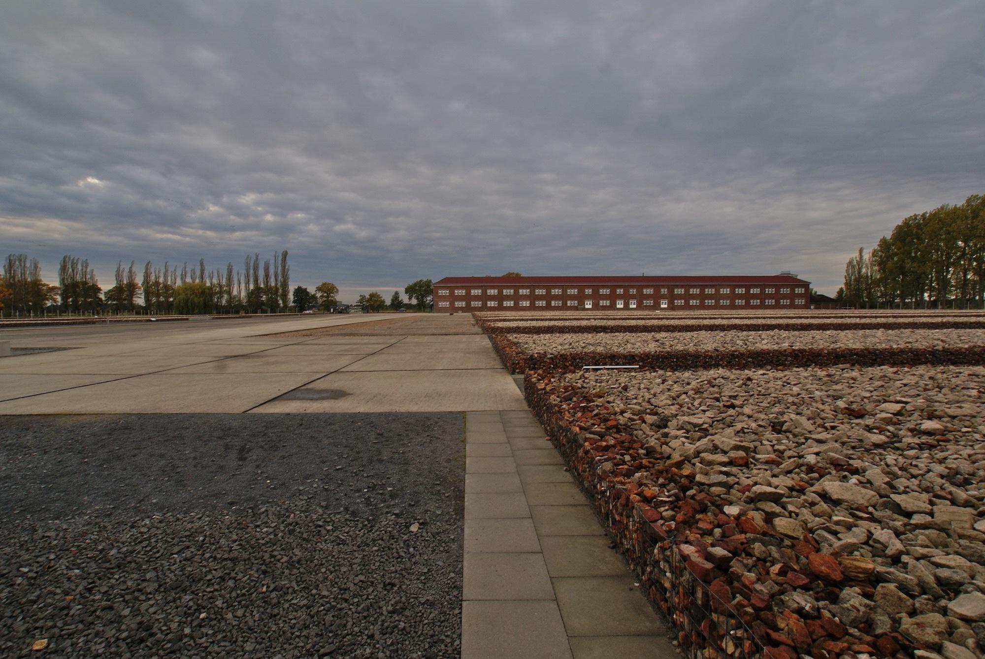 Auschwitz Fayon